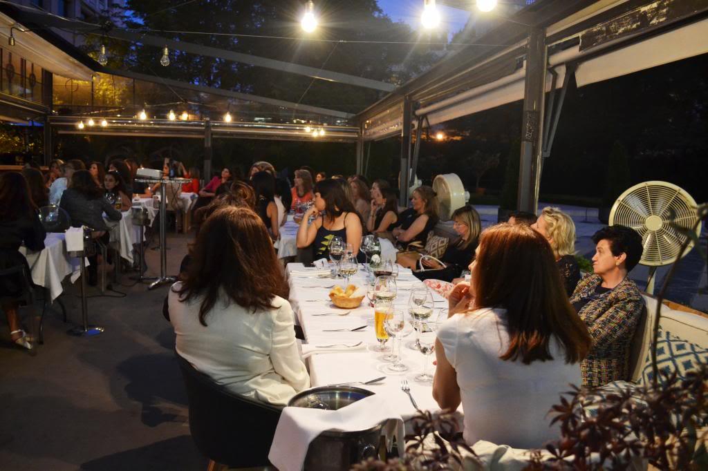 photo fotos_cena_networking_mujeres_extraordinarias_2jm_17junio_alcala44_restaurante94_zps02bd7a43.jpg