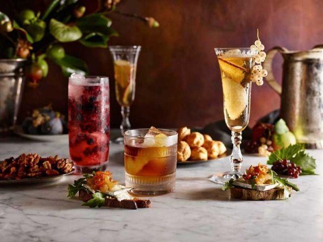 cena con amigos cocktail variados
